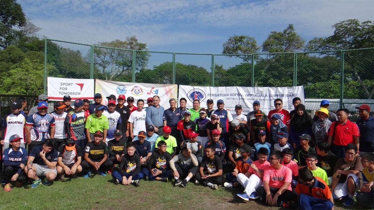 2016_malaysia_softball_clin
