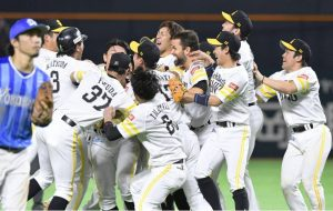 With an 11 inning come back win the Fukuoka Hawks clinch NPB's Japan Series