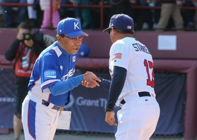 20170910 U-18 Baseball World Cup gold medal game managers Lee Sung Ryul and Andrew Stankiewics (James Mirabelli-WBSC)