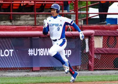 20170904 Yi Inhyok Korea runs inside the park home run (Christian J Stewart)