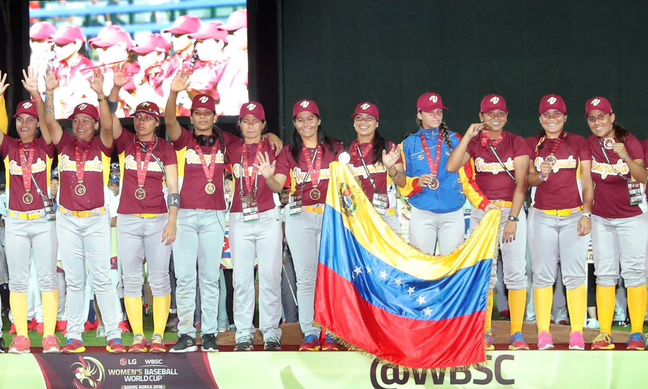 President of Venezuela honours Women's National Baseball Team, announces launch of women's pro baseball league