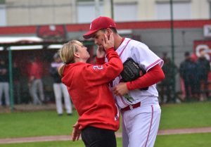 Pitcher's marriage proposal stops Belgian Baseball Series game