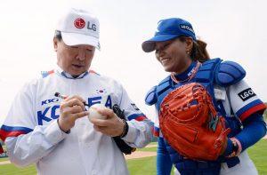 International Women's Baseball: LG Cup takes off in Korea