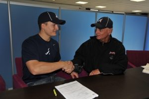 Mattia Mercuri signs a contract with the Braves