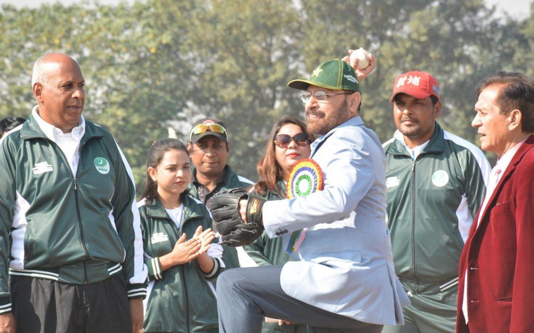 世界棒壘總會協調了在巴基斯坦由奧林匹克團結基金資助的棒球教室