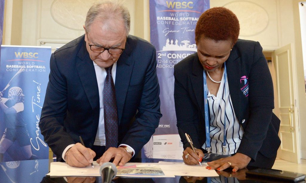 La WBSC se asocia con el Grupo de Trabajo Internacional sobre la Mujer