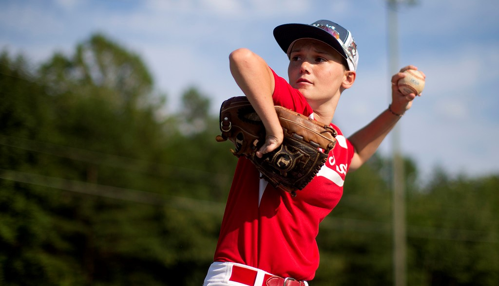 Brittany, the girl who equals boys in baseball playing without her right hand