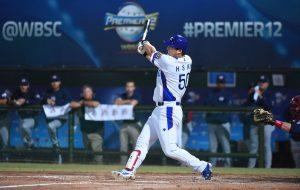 MVP del Premier12 Hyun-soo Kim (KOR) firma con Baltimore Orioles de la MLB